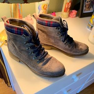 Tommy Hilfiger size 9 boots
